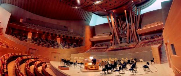 Seth Taras_Gehry Hall w conductor